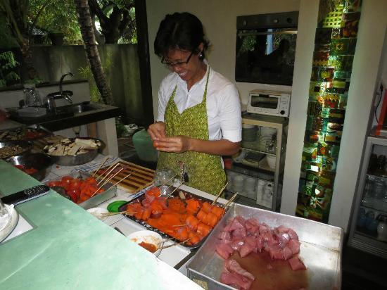 Cili Emas Oceanside Resort: Küche