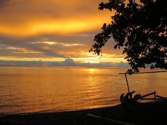 Cili Emas Oceanside Resort : Sonnenaufgang