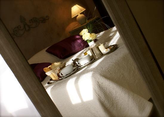 Le Crillon Hotel: Plateau petit déjeuner en chambre