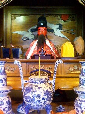 Shanghai Temple Of the Town God (Chenghung Miao): Statue of Qin Yubo, Town God