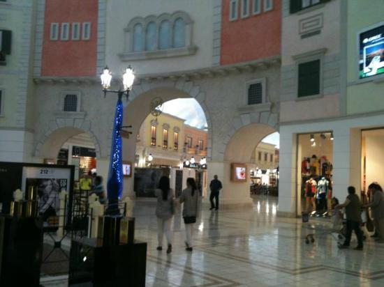 Villaggio: Villagio mall