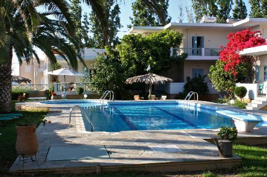 Cormoranos Apartments: swimming pool