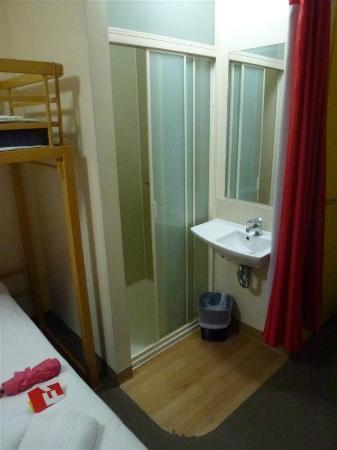 โรงแรมฟอร์มูล1เมลเบิร์น ซีบีดี: Baño