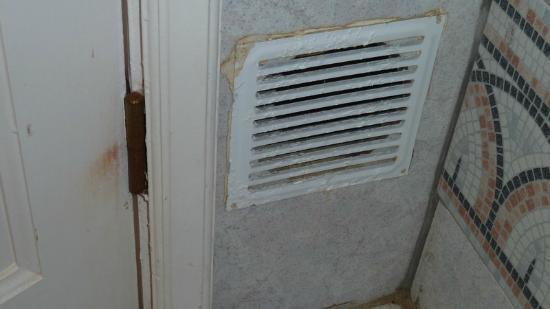Lüftungsgitter im Badezimmer - Bild von Club Las Calas, Puerto del ...