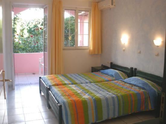 Livadi Apartments: bedroom