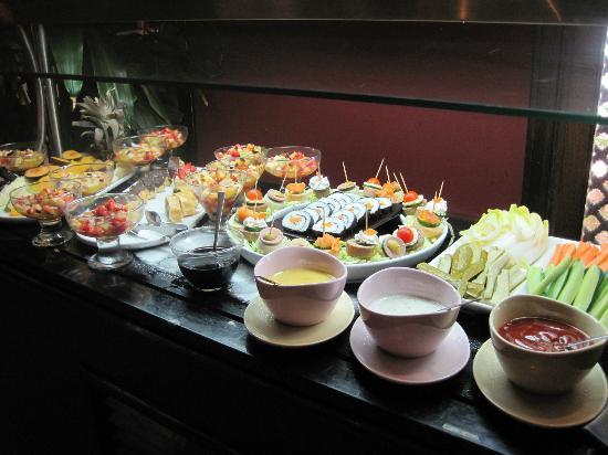 Mercure Hurghada Hotel: Snacks in der Ultra Bar
