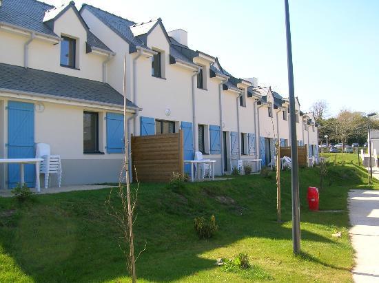 Lagrange Vacances- Domaine Val Queven: Les maisonnettes proches du parking