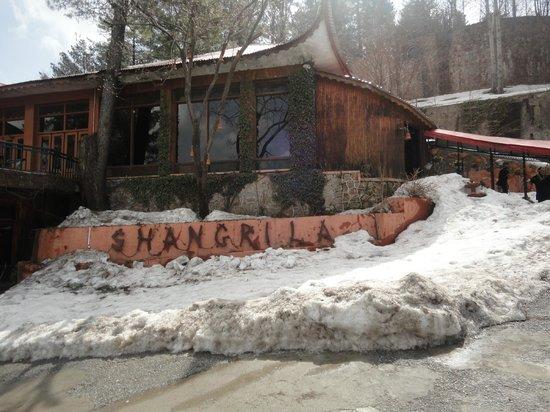 Shangrila Resort Hotel Murree Hills: Reception and Restaurant