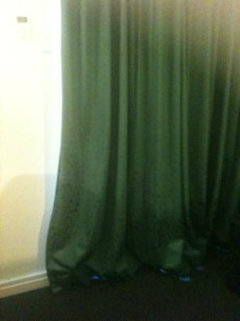 Country Comfort Inter City Hotel: Curtains - photo makes them look good