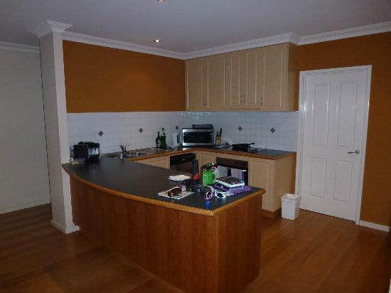 Halcyon Bay: Kitchen