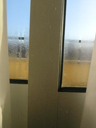 Arcos de Valdevez, Portugal: condensación en la habitación