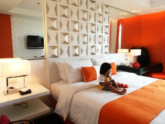 The Bayleaf Intramuros: tangerine deluxe room