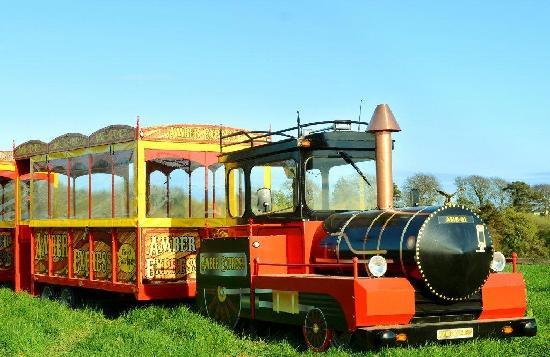 Gorey, Irland: Amber Express running throughout school holidays and weekends