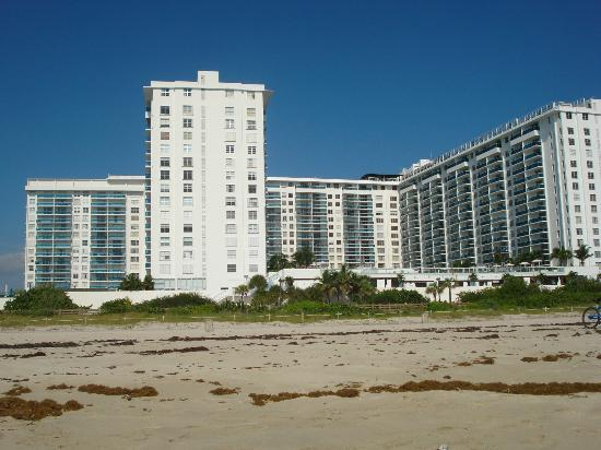 Roney Plaza Apartments : vista desde la playa