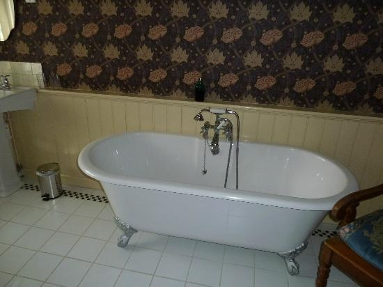 Ardwyn House: Roll top bath - room for two!