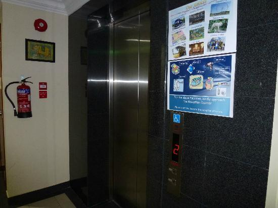 Mitraa Inn: Elevator