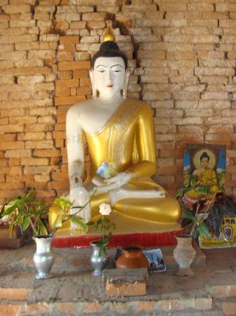 Innwa: Se encuentran muchos Budas