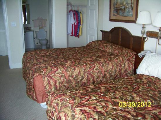 South Wind On The Ocean: #803 Bedroom #2 w/ 2 queen beds and personal bathroom