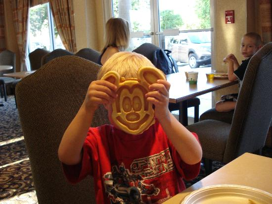 Hampton Inn Orlando/Lake Buena Vista: Mickey Mouse Waffles