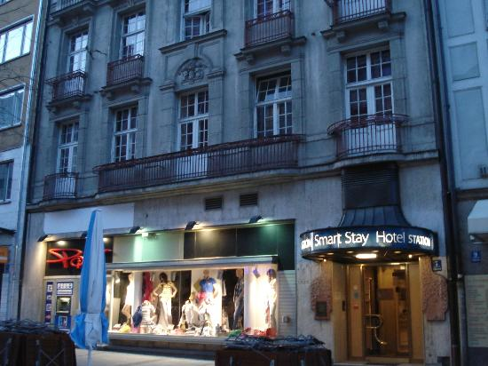 Easy Palace Station Hotel: entrance