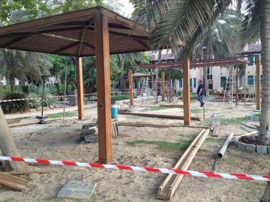 Habtoor Grand Resort, Autograph Collection: Baustelle - Arbeiter machen gerade Pause