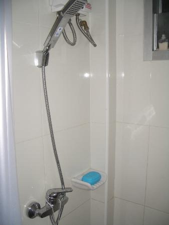 Chinotel Phuket: shower , good temperature