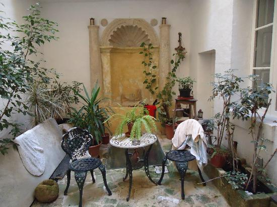 Palazzo Sant Ursula: Courtyard