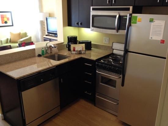 TownePlace Suites Dallas Lewisville: kitchen area first floor room