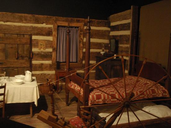 Shiloh Museum of Ozark History: furnishing inside log cabin display