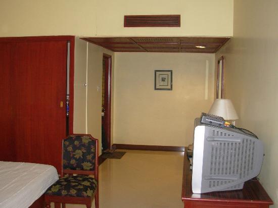 Hotel Naveen: ground floor room