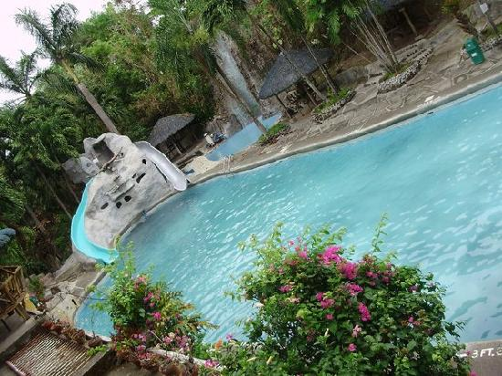 Calamba, Filipiny: biggest pool which is not that clean