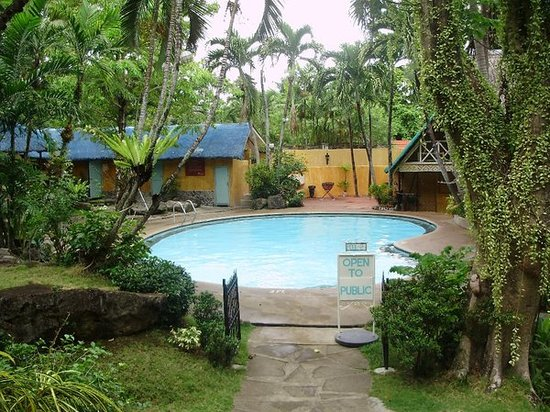 Calamba, Filipiny: pool 2