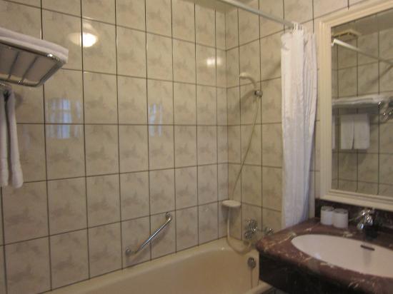 CJ Hotel: Bathroom