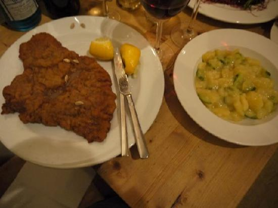 wiener schnitzel picture of lebensmittel in mitte berlin tripadvisor. Black Bedroom Furniture Sets. Home Design Ideas