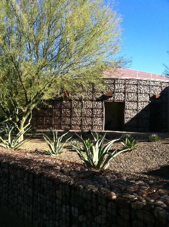 Xeriscape Garden: Mesh/Rock Building