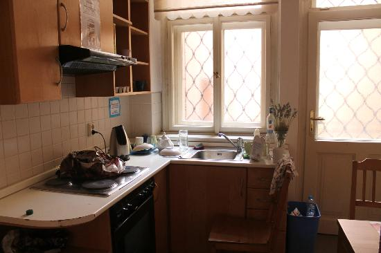 Rosemary Hostel: Kitchen