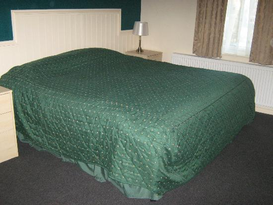 Marmion House Hotel: The bed in Room no:2
