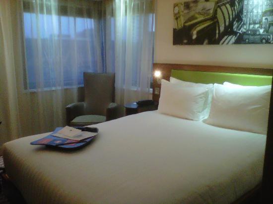 Hampton by Hilton London Croydon: room