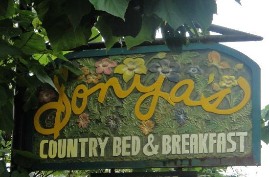 Sonya's Garden B&B: signage