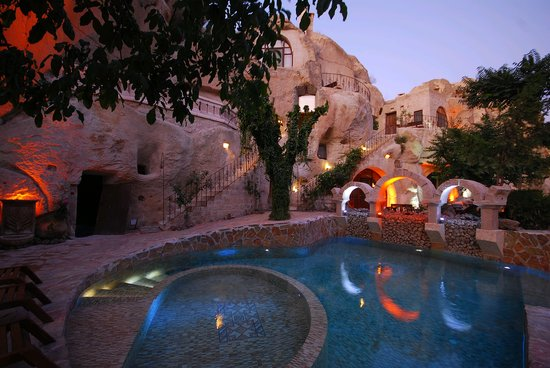 Gamirasu Cave Hotel: heated swimming pool