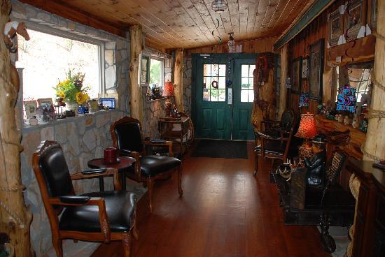 Buckaroo's Grille: Lounge