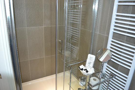 The Kenley: luxury king ensuite