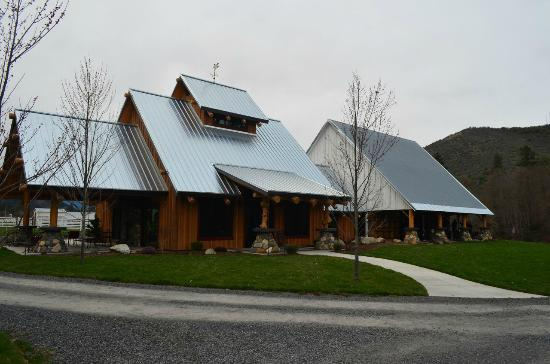 Red Lily Vineyards: Red Lily Winery