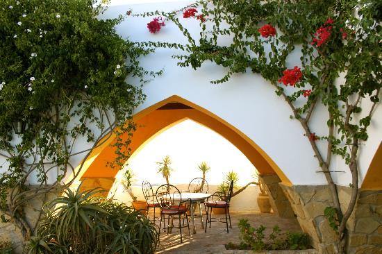 El Mirador del Castillo: View through one of the arches.