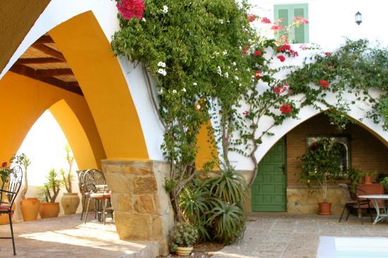 El Mirador del Castillo: One of the arches