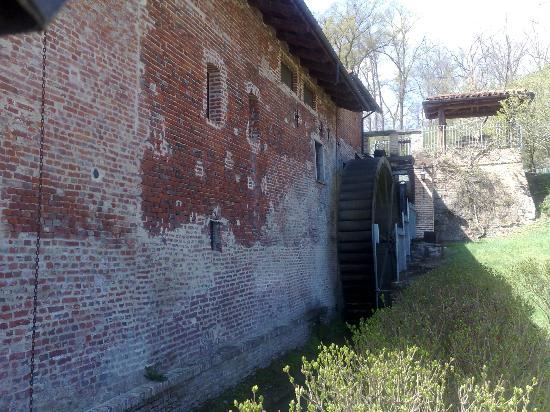facciata esterna posteriore del ristorante Il Mulino del Casale