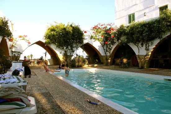El Mirador del Castillo: A few of the arches around the swimming pool.