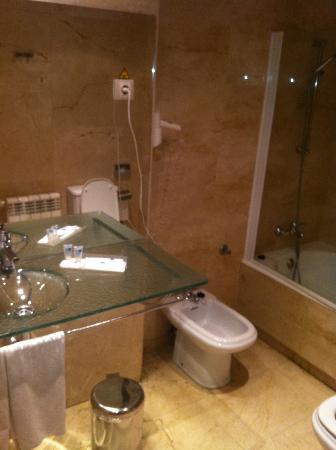 Exe Gran Hotel Almenar: Baño