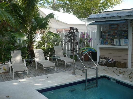 Andrews Inn and Garden Cottages: espace piscine