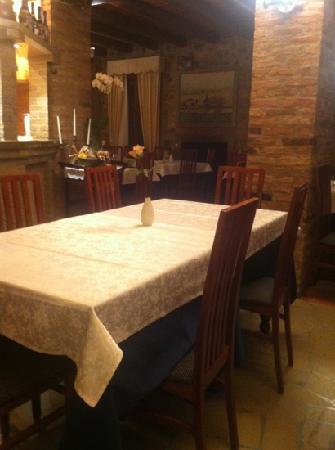 Arqua Petrarca, Italy: sala con caminetto